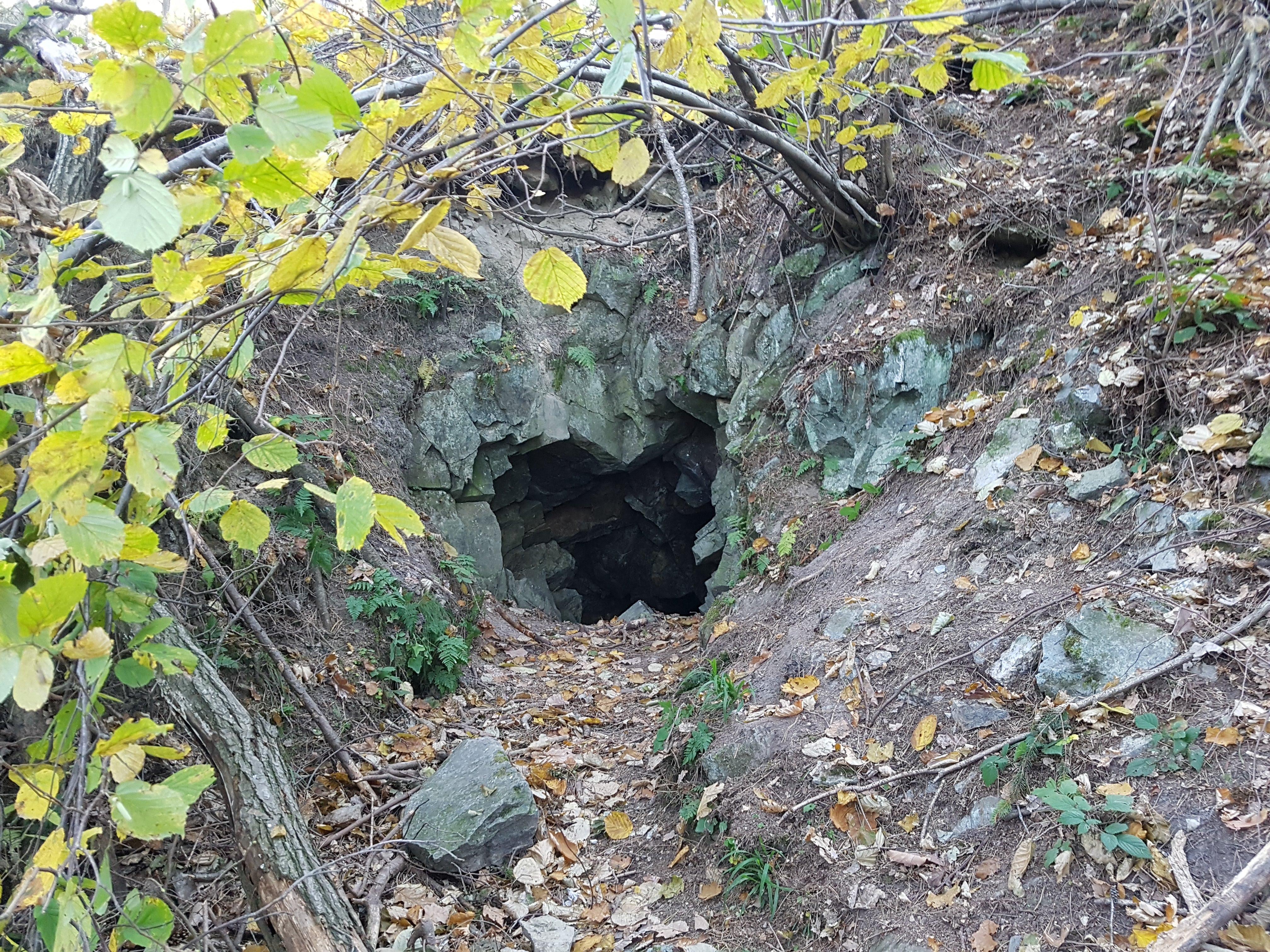 wejście do kopalni chromitu